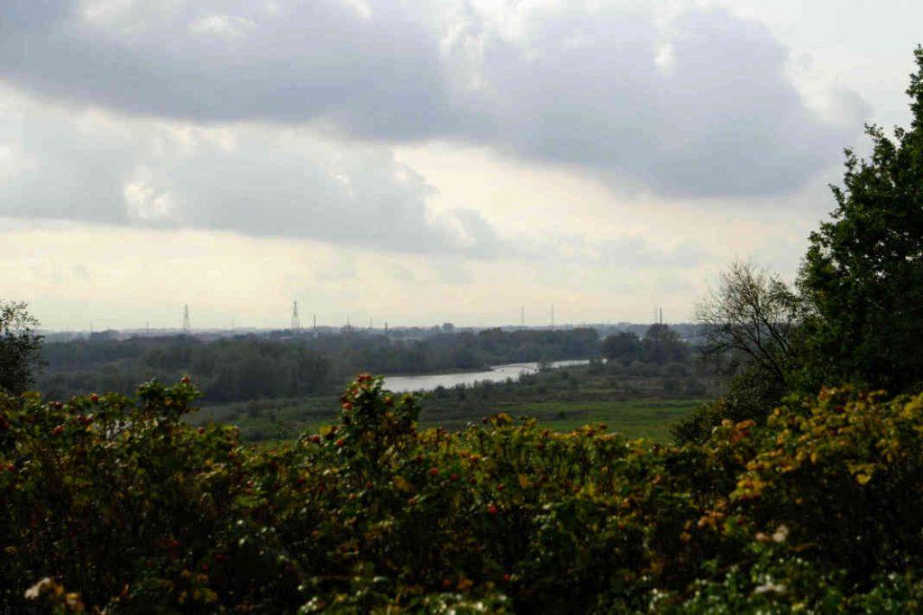 Uitzicht richting de Rijn van voor het voormalige landmeetkunde laboratorium in Wageningen.