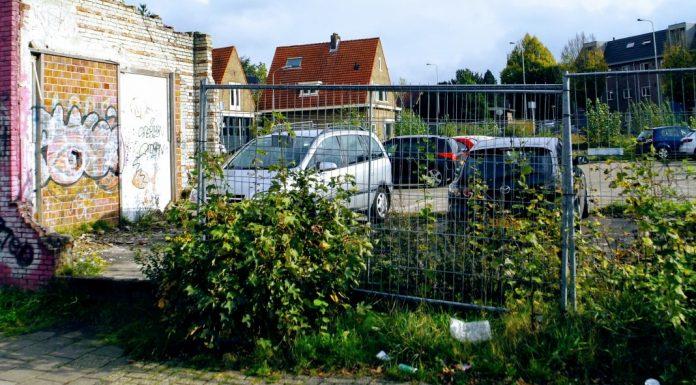 Het oude terrein van Kirpestein Wageningen, met op de voorgrond zwerfafval.