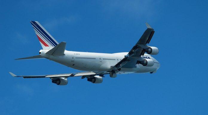 Een boeing 747 in de lucht.