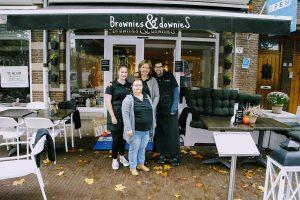 Dianne Dobbelsteen met Nina, Wilma en Danny voor de Brownies and Downies in Wageningen.