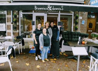 Dianne Dobbelsteen met Nina, Wilma en Danny voor de Brownies and Downies in Wageningen.