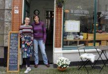 Foto: Tineke Bouwman (rechts) en Iris van Dijk voor The Green Kitchen in Wageningen.
