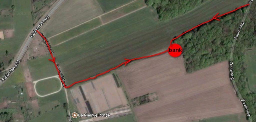 Luchtfoto van de Eng, met ingetekend de route naar de verzamelplek met bank. De route wordt beschreven in de foto boven deze tekst.