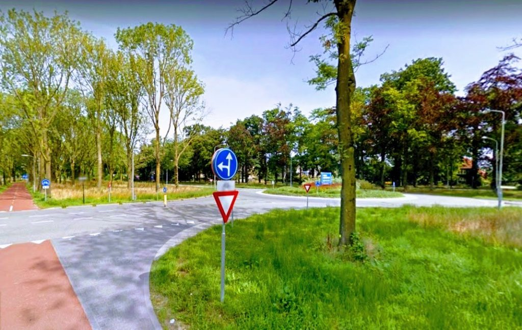 De rotonde Kortenoord Allee - Nijlantsingel in Wageningen.