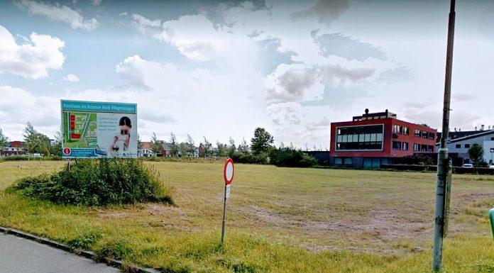 Het braakliggende terrein op de plek Nieuwe Kanaal 1 in Wageningen.