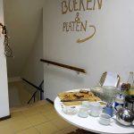 De trap naar de kelder met boeken en platen bij Emmaus Vijzelstraat in Wageningen.