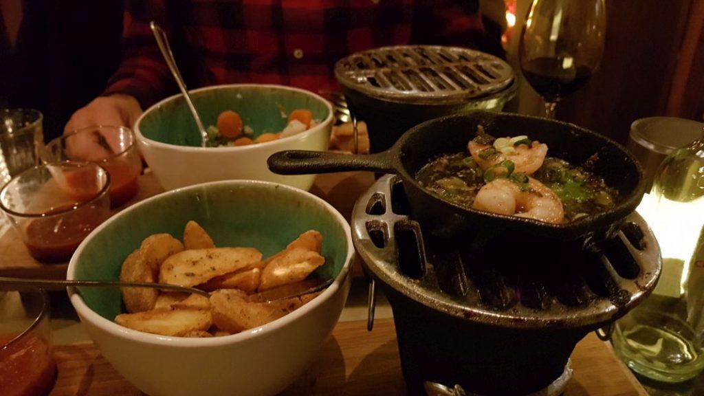 Een tafel vol gerechtjes in restaurant Zout en Peper Wageningen.