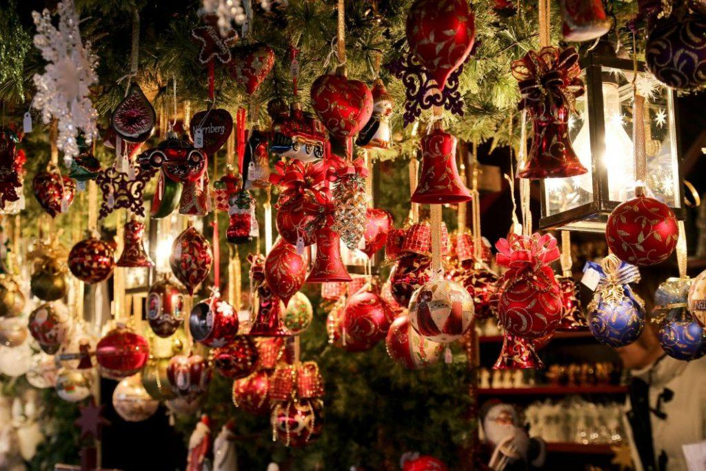 Inhoud kerststal op een kerstmarkt.