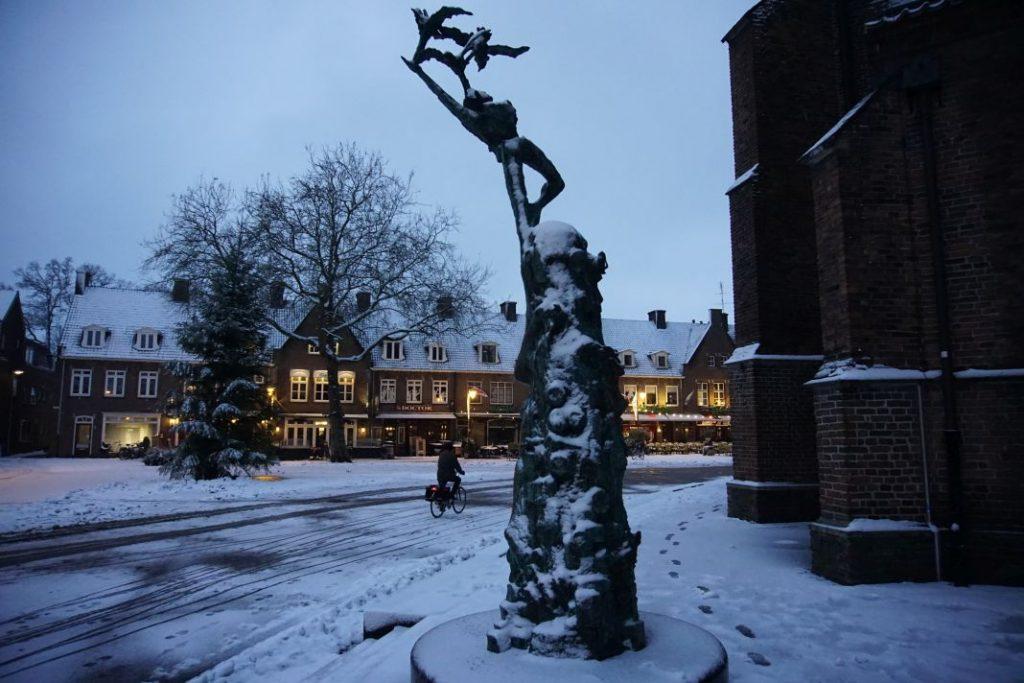 Sneeuw op de Markt in Wageningen.