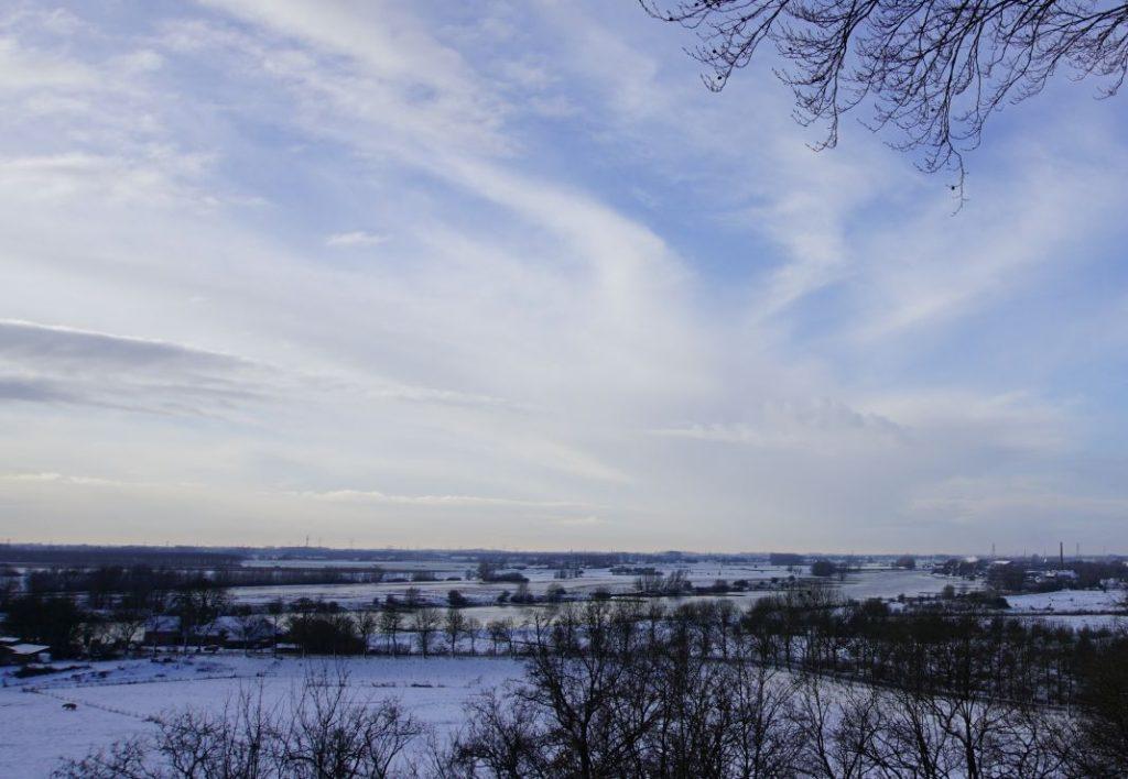 Uitzicht op de Rijn vanaf Belmonte arboretum Wageningen.